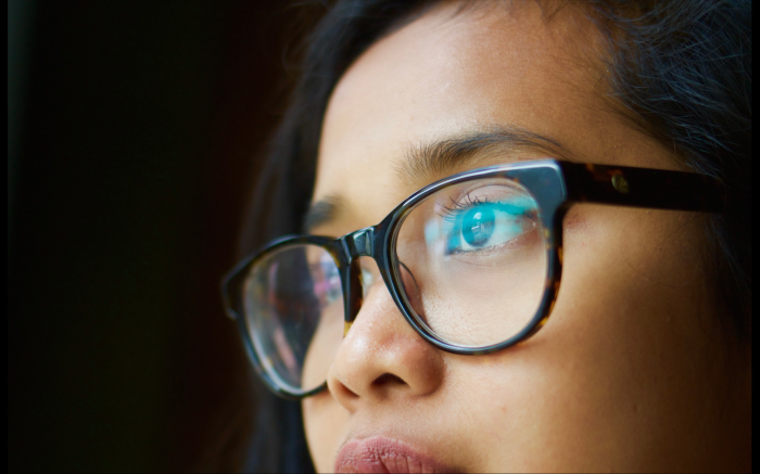 girl with glasses visualizing